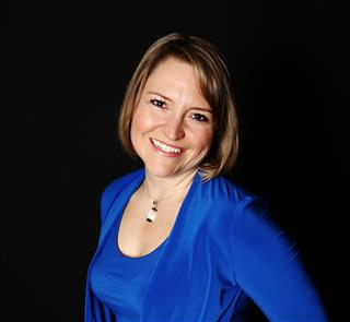 Julie Profile Pic 2013 (Mobile)